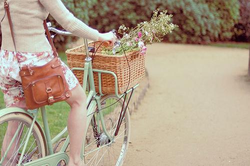 Imagens tumblr -Meninas em bicicleta20120416-tumblr_ln8sn1l7xq1qabf0wo1_500_large